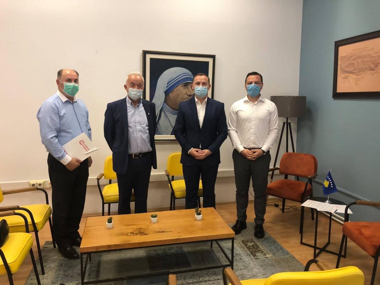 Drejtori i Caritas Kosova dhe bashkëpunëtorët e tij u pritën sot në takim nga Ministri i Shëndetësisë z. Armend Zemaj.