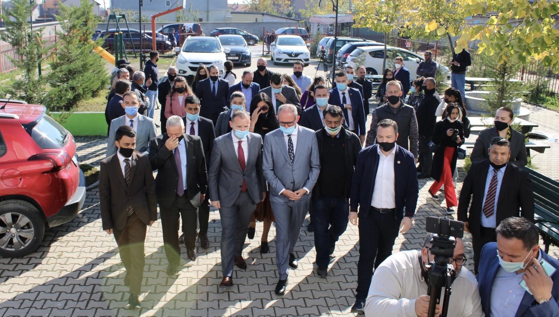 Ministri i Shëndetësisë z. Zemaj dhe Kryetari i Ferizajt z. Aliu vizituan Qendrën Sociale-Edukative të Caritas Kosova në Dubravë
