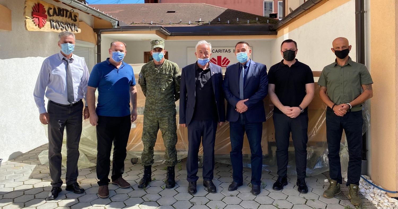 Caritas Kosova i dhuron shtretër spitalor FSK-së